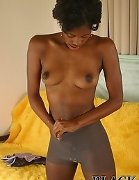 Nice ebony chick shows her body