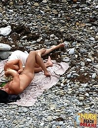 Blowjob on the publick beach - what can be better?